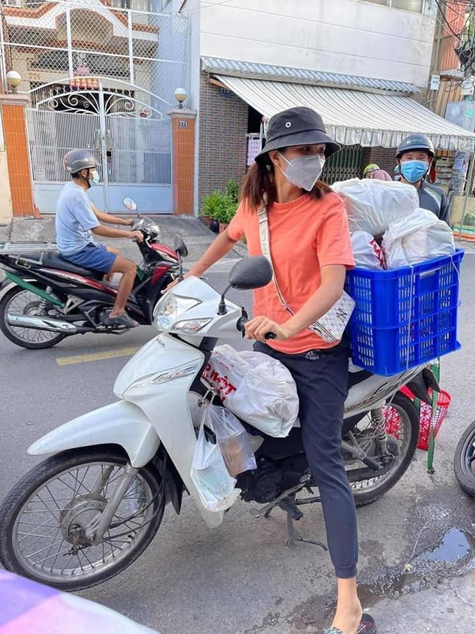 Những khoảnh khắc nghệ sĩ Việt giúp dân chống dịch gây xúc động-1