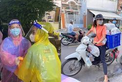 Những khoảnh khắc nghệ sĩ Việt giúp dân chống dịch gây xúc động