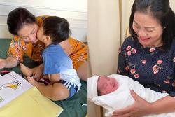 Con trai Hòa Minzy bên bà nội quyền lực, được cưng hết nấc