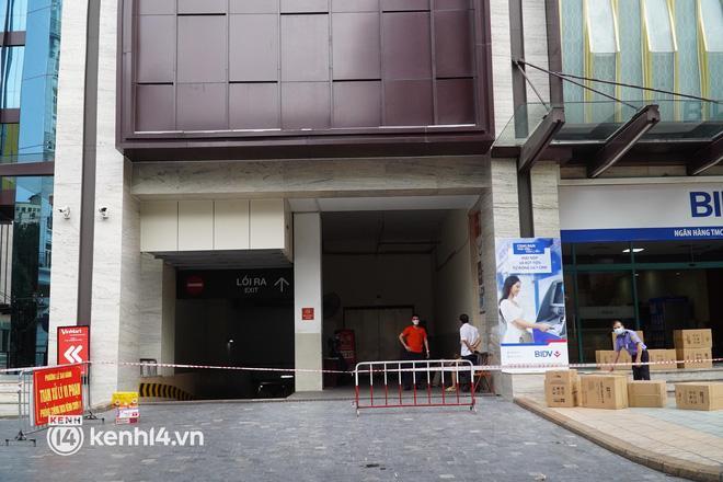 NÓNG: Hà Nội phong tỏa Vincom Bà Triệu, bảo vệ nghi nhiễm Covid-19-4