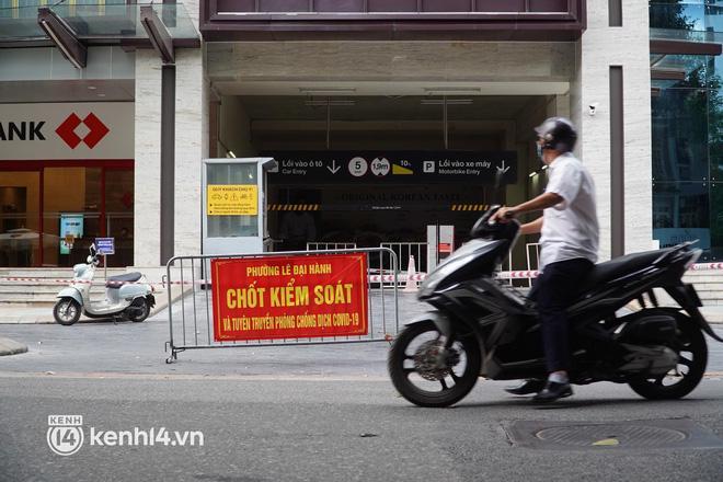 NÓNG: Hà Nội phong tỏa Vincom Bà Triệu, bảo vệ nghi nhiễm Covid-19-7