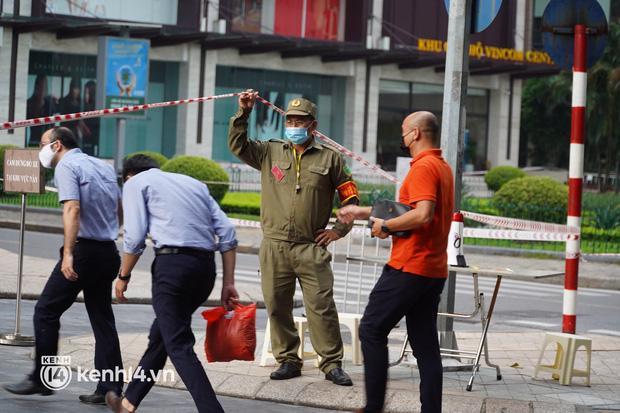 NÓNG: Hà Nội phong tỏa Vincom Bà Triệu, bảo vệ nghi nhiễm Covid-19-8