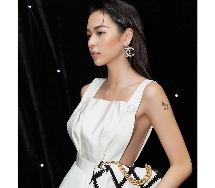 Tóc Tiên, Elly Trần khoe vòng 1 bốc lửa với mốt váy áo khoét sườn-5