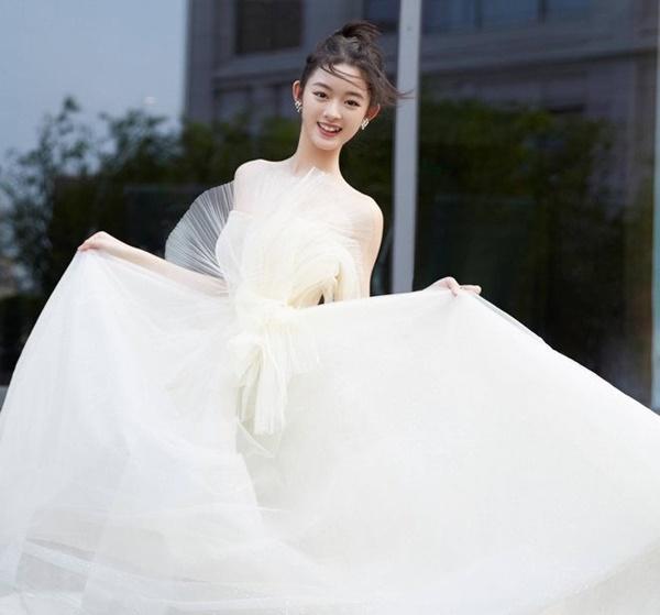 Lưu Diệc Phi bị sao nhí 14 tuổi thay thế trong Tiên Kiếm Kỳ Hiệp-4