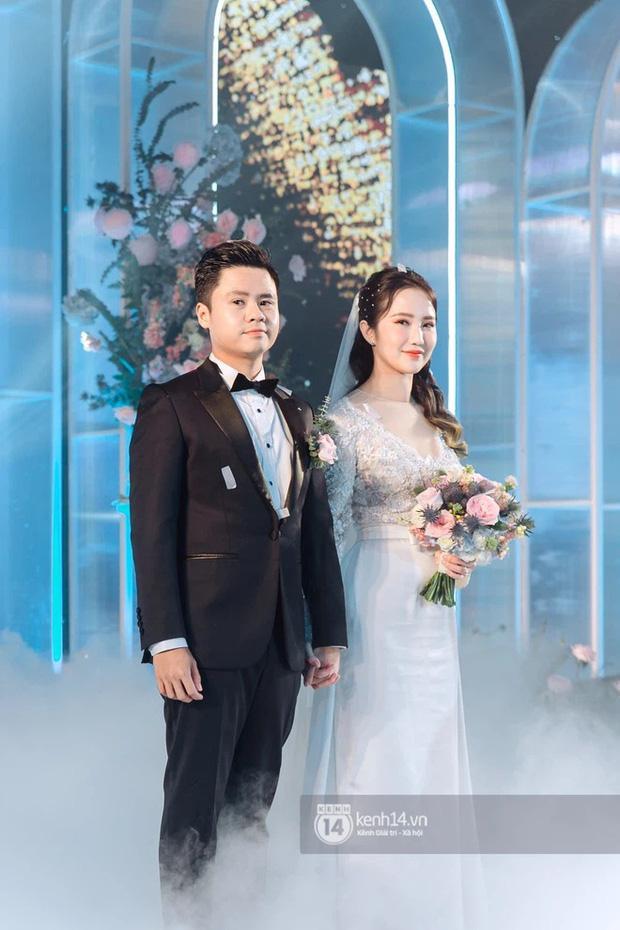 Vợ TGĐ Phan Thành check-in ở background thương hiệu nhà họ Phan-1