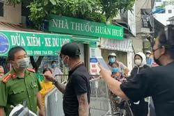 Cặp vợ chồng 'thông chốt' chợ Yên Phụ: Phạt kịch khung, xem xét xử lý