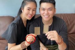 Lê Phương bị chất vấn không đeo nhẫn cưới với chồng trẻ