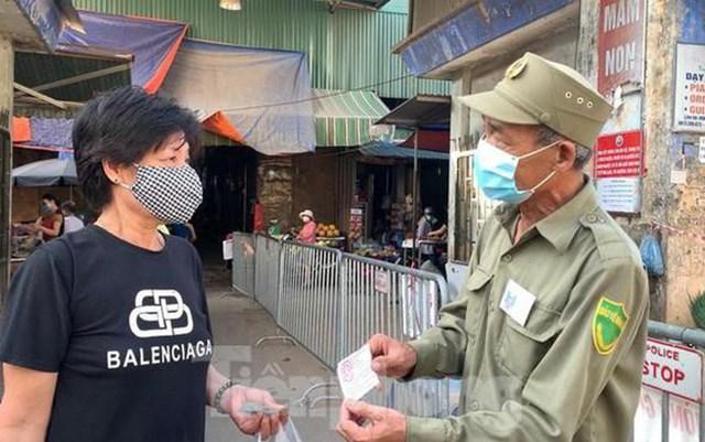 Dùng phiếu đi chợ tại Hà Nội, người mua và người bán cần biết!-2