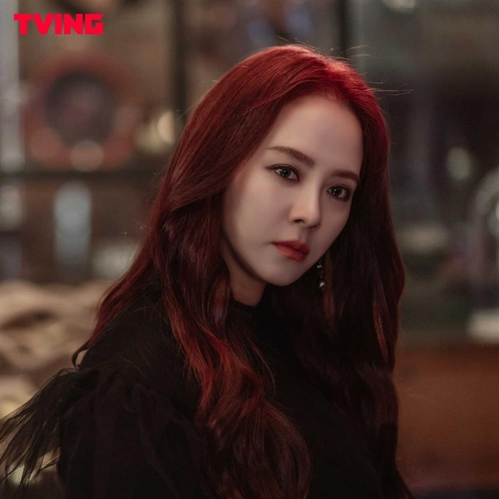 Song Ji Hyo gây choáng khi hóa ác nữ trong phim mới-1