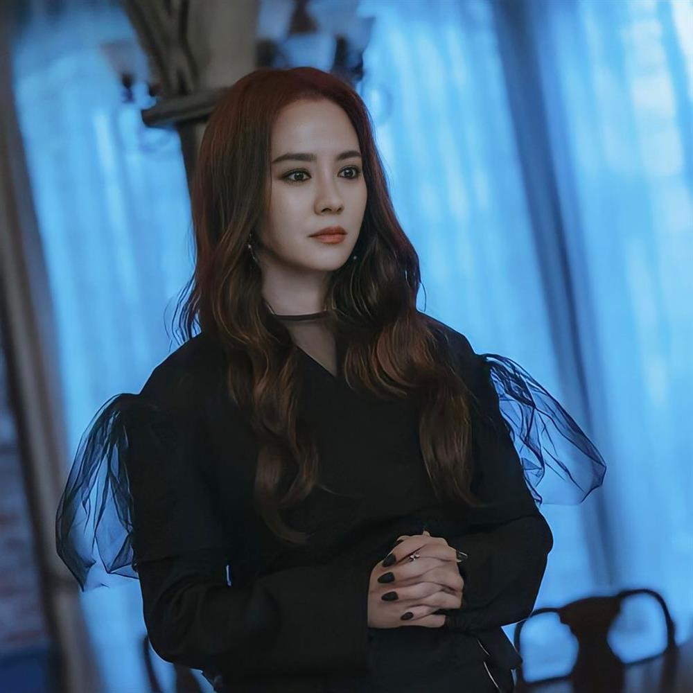 Song Ji Hyo gây choáng khi hóa ác nữ trong phim mới-2