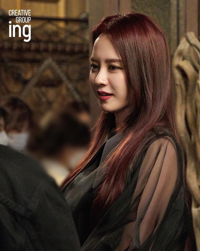 Song Ji Hyo gây choáng khi hóa ác nữ trong phim mới-4
