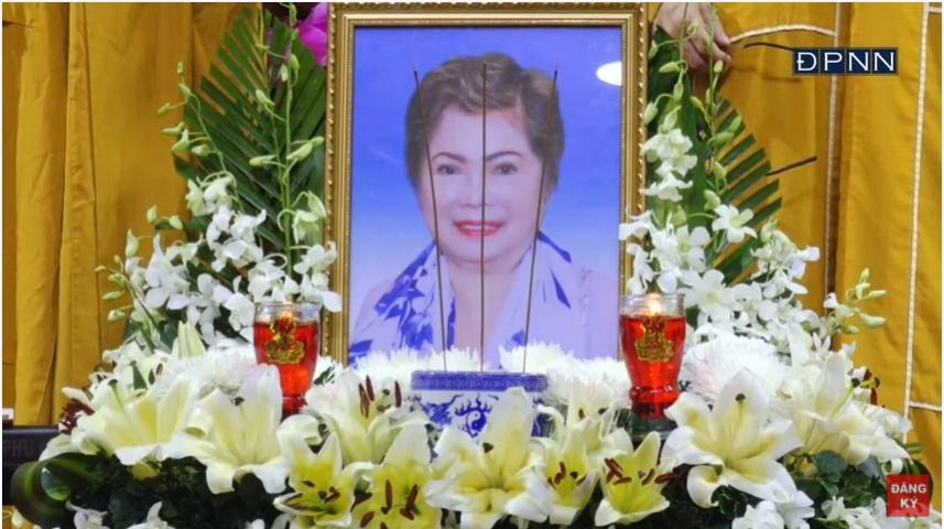Lễ cầu siêu mẹ đẻ Ngọc Sơn, nam ca sĩ không thể có mặt-2