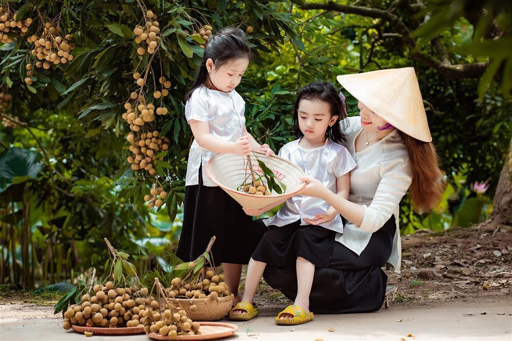 2 tiểu công chúa hóa đại sứ quảng bá nhãn Hưng Yên ngọt lịm-5
