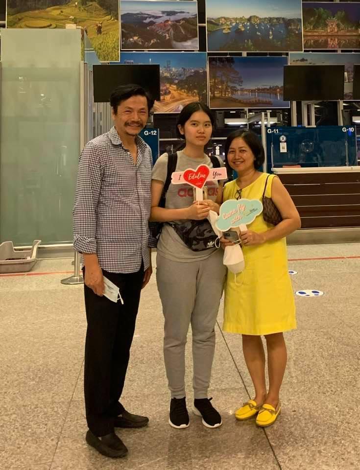 NSND Trung Anh rối bời khi tiễn con gái 18 tuổi xuất ngoại-1