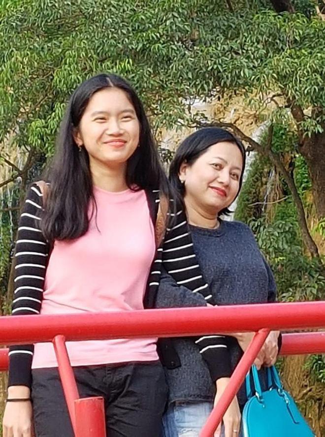 NSND Trung Anh rối bời khi tiễn con gái 18 tuổi xuất ngoại-5