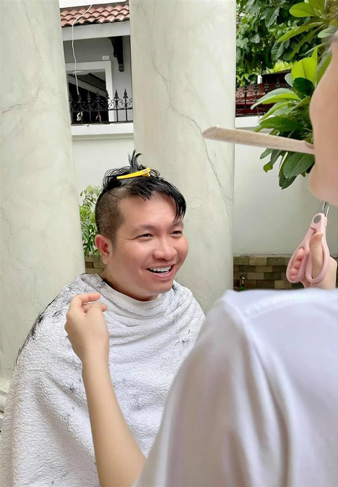 Đoàn Di Băng trổ tài cắt tóc khiến chồng đại gia đòi bỏ nhà đi bụi-3