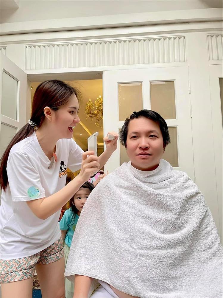 Đoàn Di Băng trổ tài cắt tóc khiến chồng đại gia đòi bỏ nhà đi bụi-1