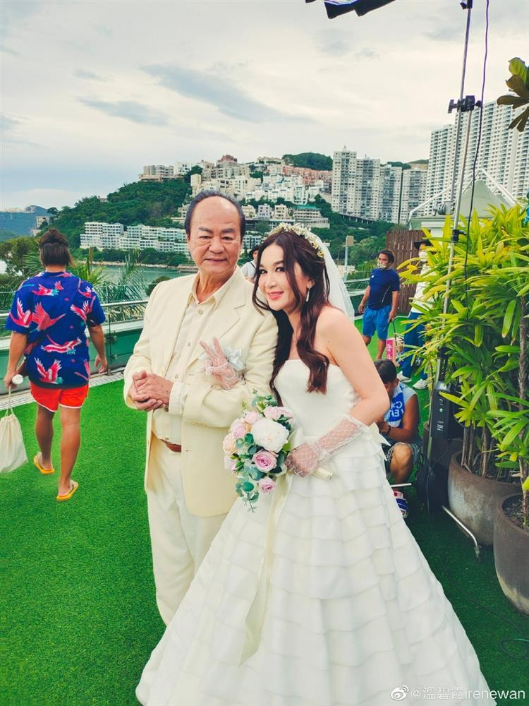 Ôn Bích Hà mặc váy cô dâu, tiệc sinh nhật tưởng đâu tiệc cưới-1