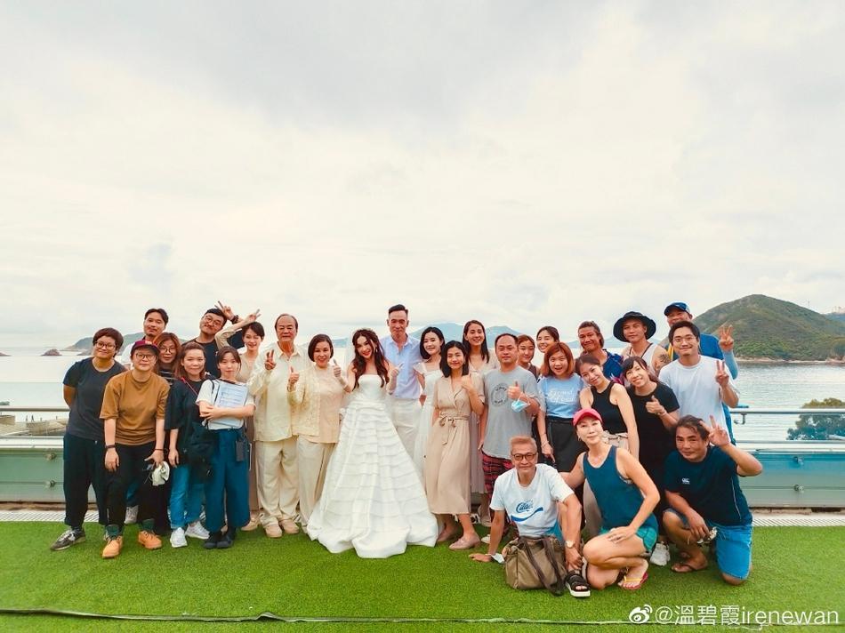 Ôn Bích Hà mặc váy cô dâu, tiệc sinh nhật tưởng đâu tiệc cưới-5