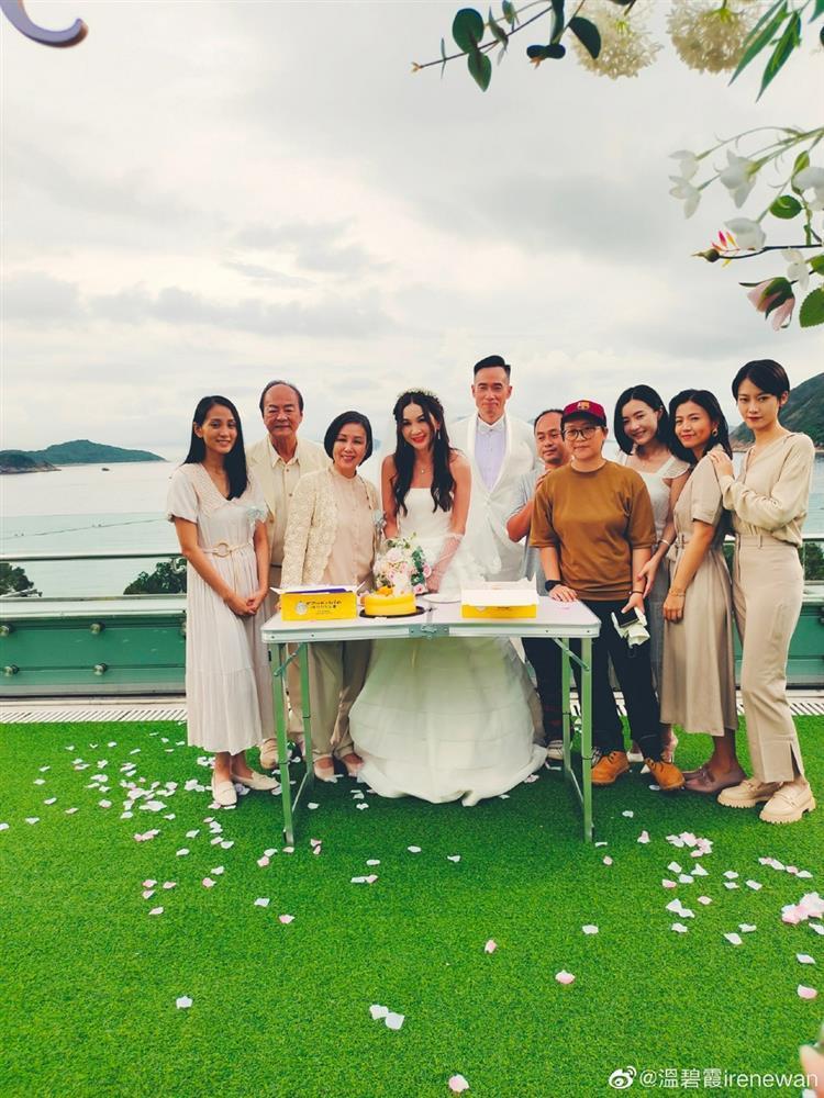 Ôn Bích Hà mặc váy cô dâu, tiệc sinh nhật tưởng đâu tiệc cưới-6