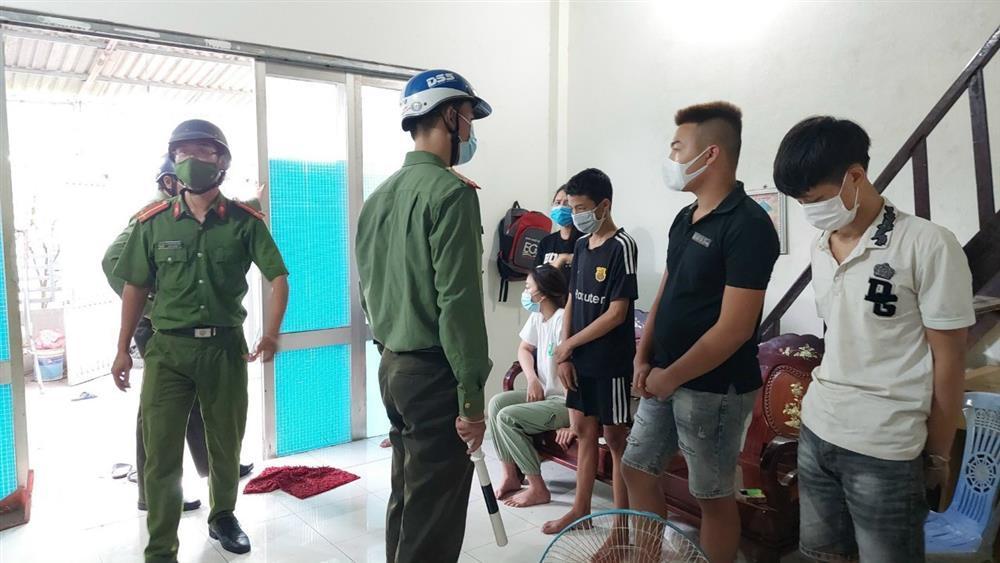 Đà Nẵng: Bất chấp Covid-19, nhóm nam nữ vẫn tổ chức mua bán dâm-2