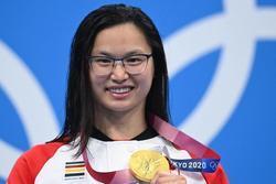 Kình ngư Canada gốc Hoa bị cha mẹ ruột bỏ rơi vì là con gái