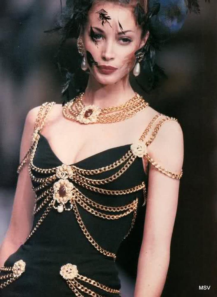 Hết Kim Duyên lại đến tình địch tin đồn của Ngọc Trinh diện váy nhái Chanel-1