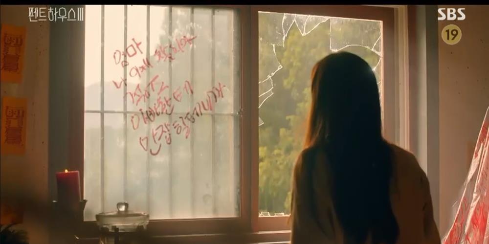 Penthouse 3 tập 8: Logan hồi sinh, vừa tỉnh lại đã hôn bà cả Shim đắm đuối-11