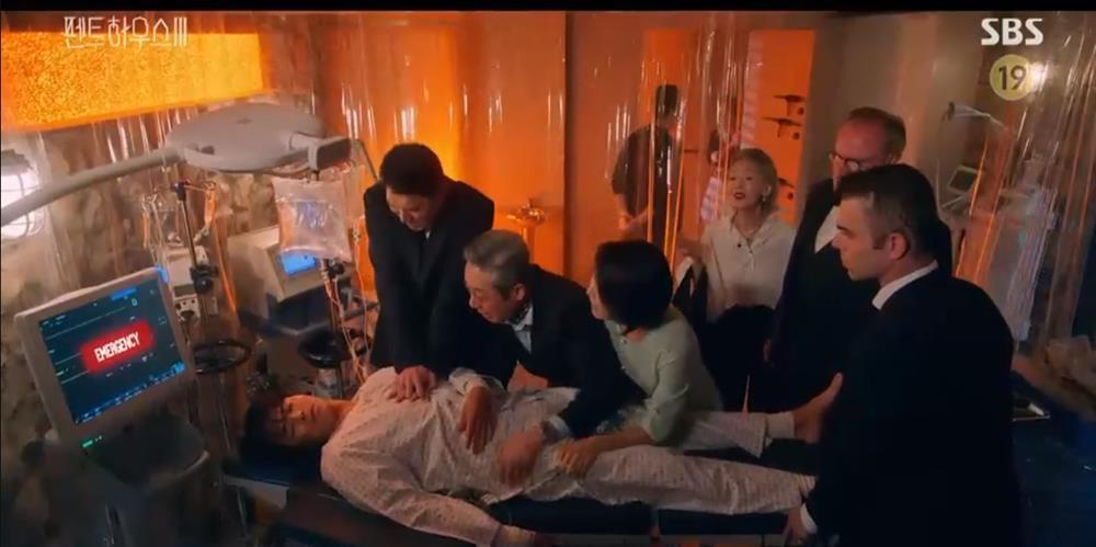 Penthouse 3 tập 8: Logan hồi sinh, vừa tỉnh lại đã hôn bà cả Shim đắm đuối-14