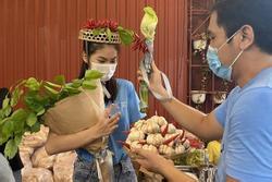Á hậu Ngọc Thảo nhận vương miện ớt và 50 triệu đồng trong ngày sinh nhật