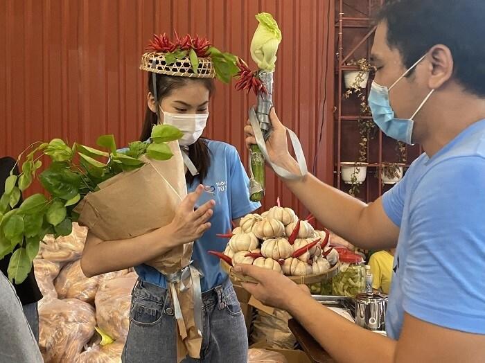 Á hậu Ngọc Thảo nhận vương miện ớt và 50 triệu đồng trong ngày sinh nhật-1