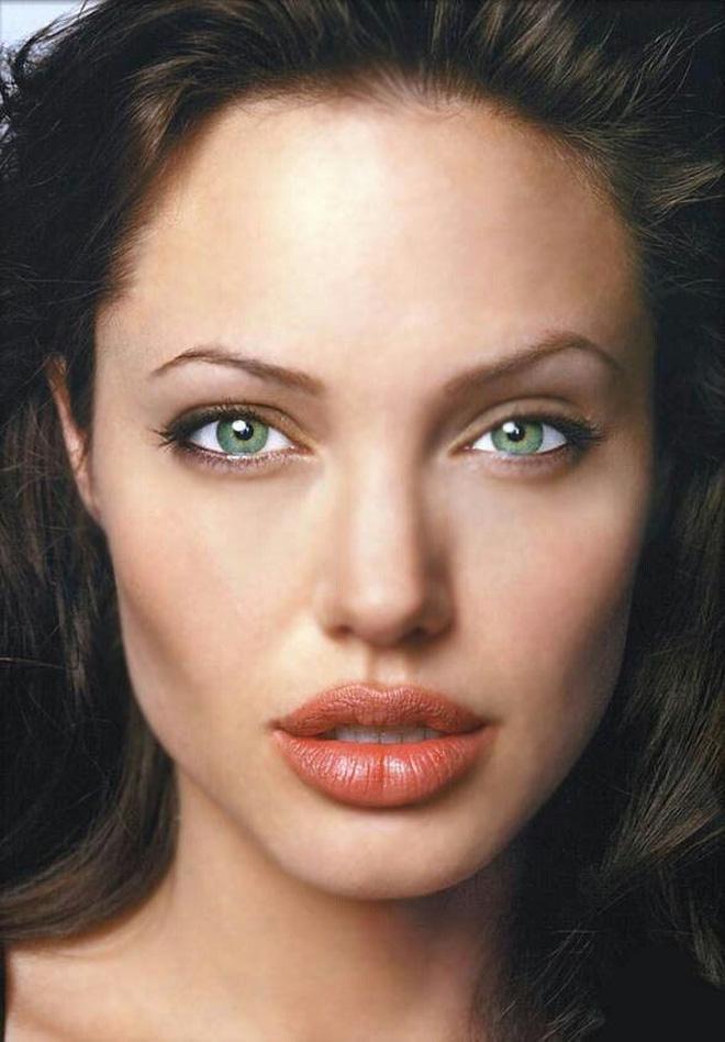 Angelina Jolie cân mọi style makeup, nhưng có 1 kiểu không dám thử lại-4