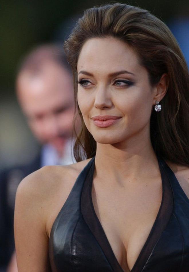 Angelina Jolie cân mọi style makeup, nhưng có 1 kiểu không dám thử lại-5