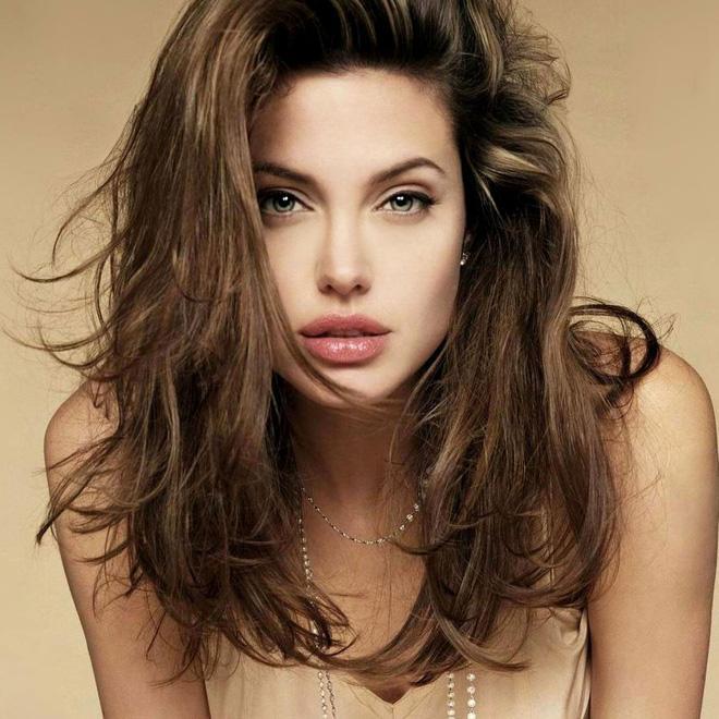 Angelina Jolie cân mọi style makeup, nhưng có 1 kiểu không dám thử lại-6