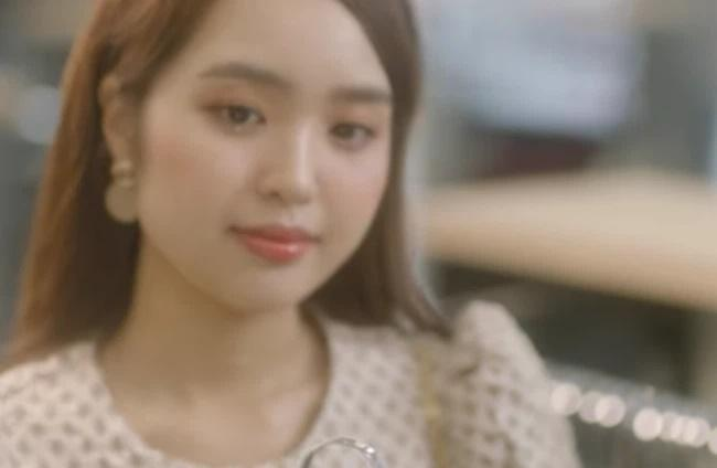 Hot girl đóng MV Lê Bảo Bình: Body khét lẹt, vòng 3 xăm hình độc lạ-1