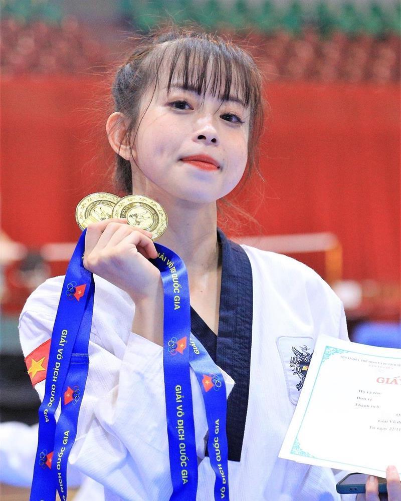 Hot girl Taekwondo Châu Tuyết Vân khoe cơ bụng săn chắc, vòng eo con kiến-1