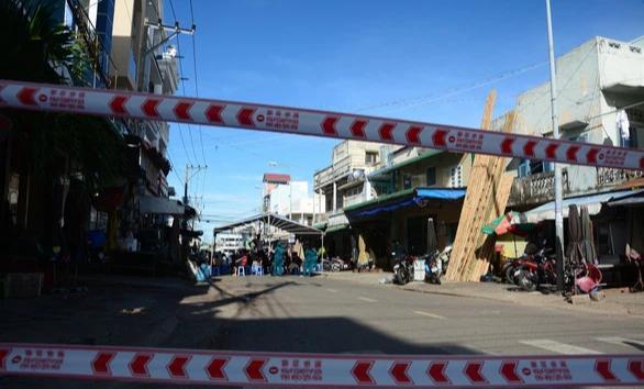 Clip dân Bình Thuận không được qua chốt kiểm dịch vì gạo không phải thực phẩm thiết yếu-2