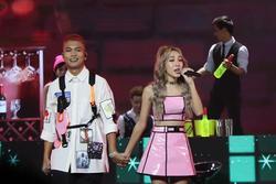 Emily 'quẫy' cùng BigDaddy, netizen chê phũ: 'Hát chơi hay gì?'