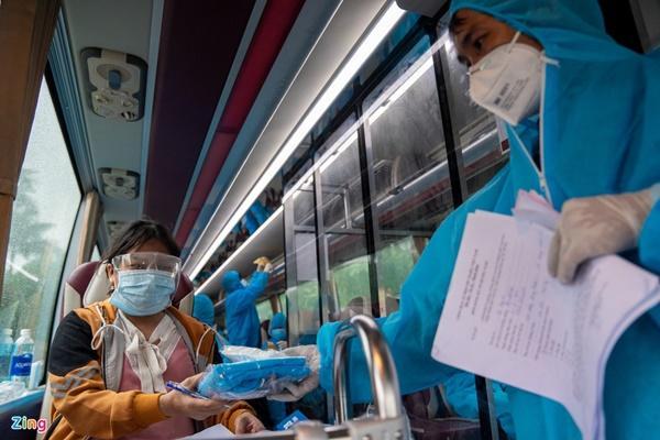 Bí thư TP.HCM: Thành phố mời bà con ngoại tỉnh ở lại tiêm vaccine-1