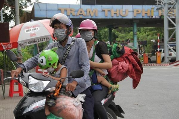 Hành trình 1.400 km chạy xe máy về quê của người nghèo tha hương-2
