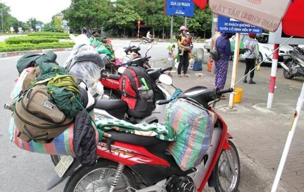 Hành trình 1.400 km chạy xe máy về quê của người nghèo tha hương-3