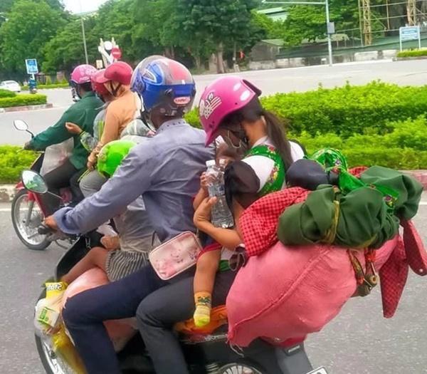 Hành trình 1.400 km chạy xe máy về quê của người nghèo tha hương-4