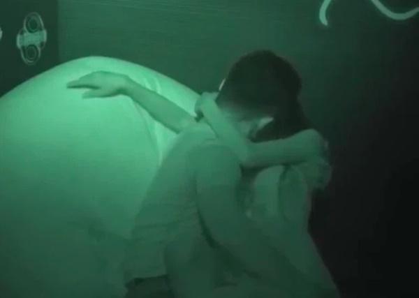 Để trai lạ sờ soạng trên show hẹn hò, nữ vũ công Việt bị cha ruột từ mặt!-3