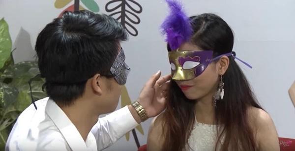 Để trai lạ sờ soạng trên show hẹn hò, nữ vũ công Việt bị cha ruột từ mặt!-4