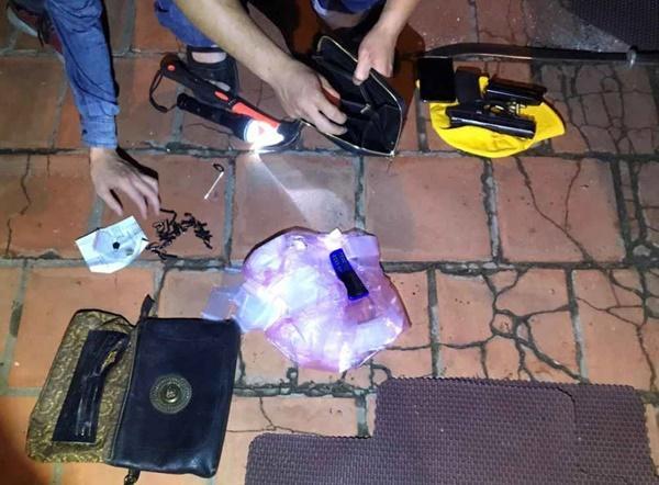 Video: Hàng chục cảnh sát chặn bắt ô tô chở ma túy và vũ khí nóng-3