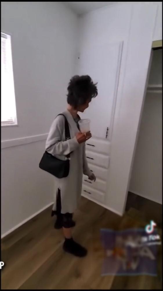 Kim Ngân ăn mặc sành điệu, được em họ dẫn đi mua nhà mới-2
