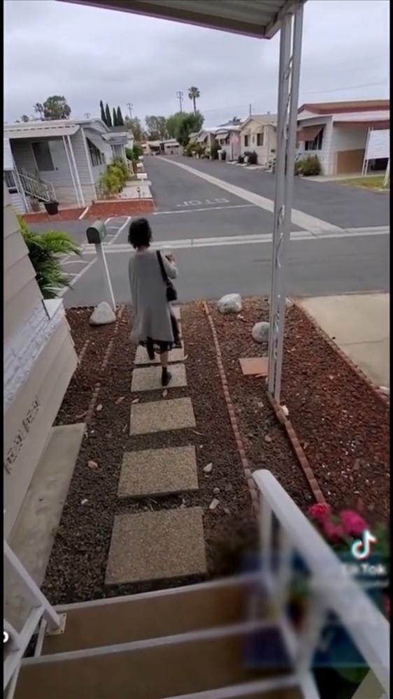Kim Ngân ăn mặc sành điệu, được em họ dẫn đi mua nhà mới-3