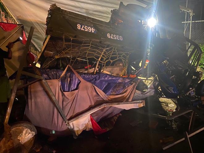 Gia đình đi xe ba gác về Nghệ An tránh dịch gặp tai nạn thương tâm-1