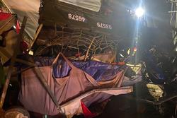 Gia đình đi xe ba gác về Nghệ An tránh dịch gặp tai nạn thương tâm