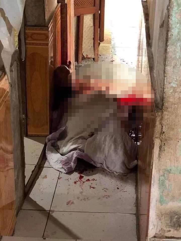 NÓNG: Ngăn ẩu đả, 1 người đàn ông bị chém gần lìa đầu ở Nghệ An-1